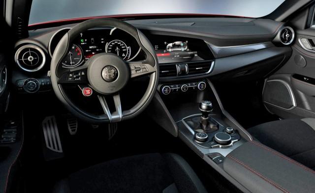 Фото салона Alfa Romeo Giulia 2016-2017
