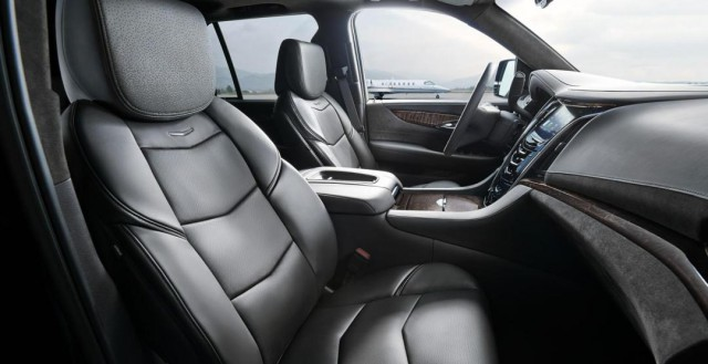 Салон в черном исполнении Cadillac Escalade 2016