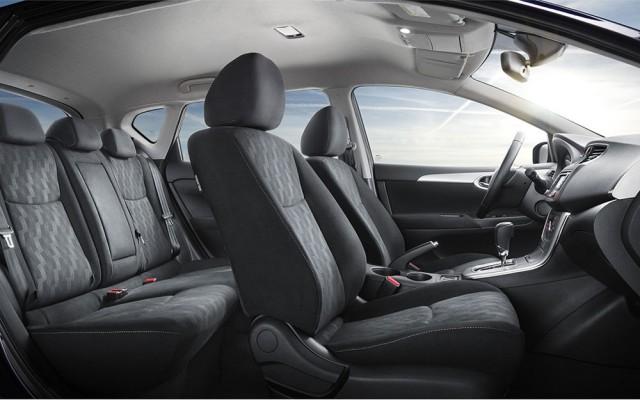 Снимок интерьера Nissan Tiida 2016