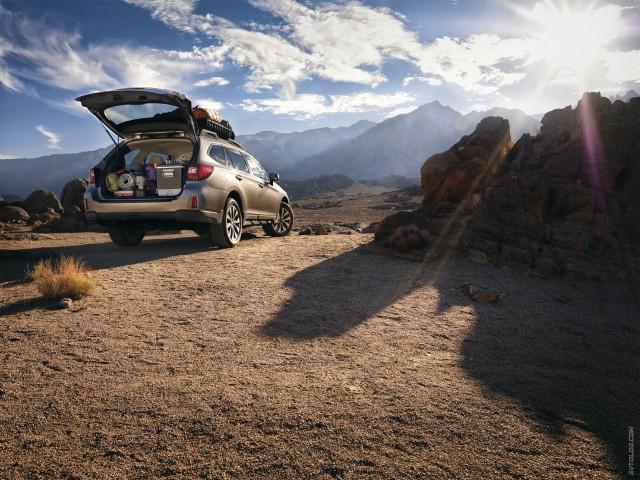 Subaru Outback 2016 с открытым багажником