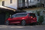 фото Chrysler Pacifica 2016-2017 вид сзади