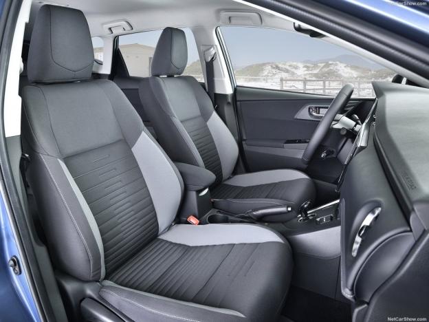 Передний ряд кресел Тойоты Аурис 2016-2017