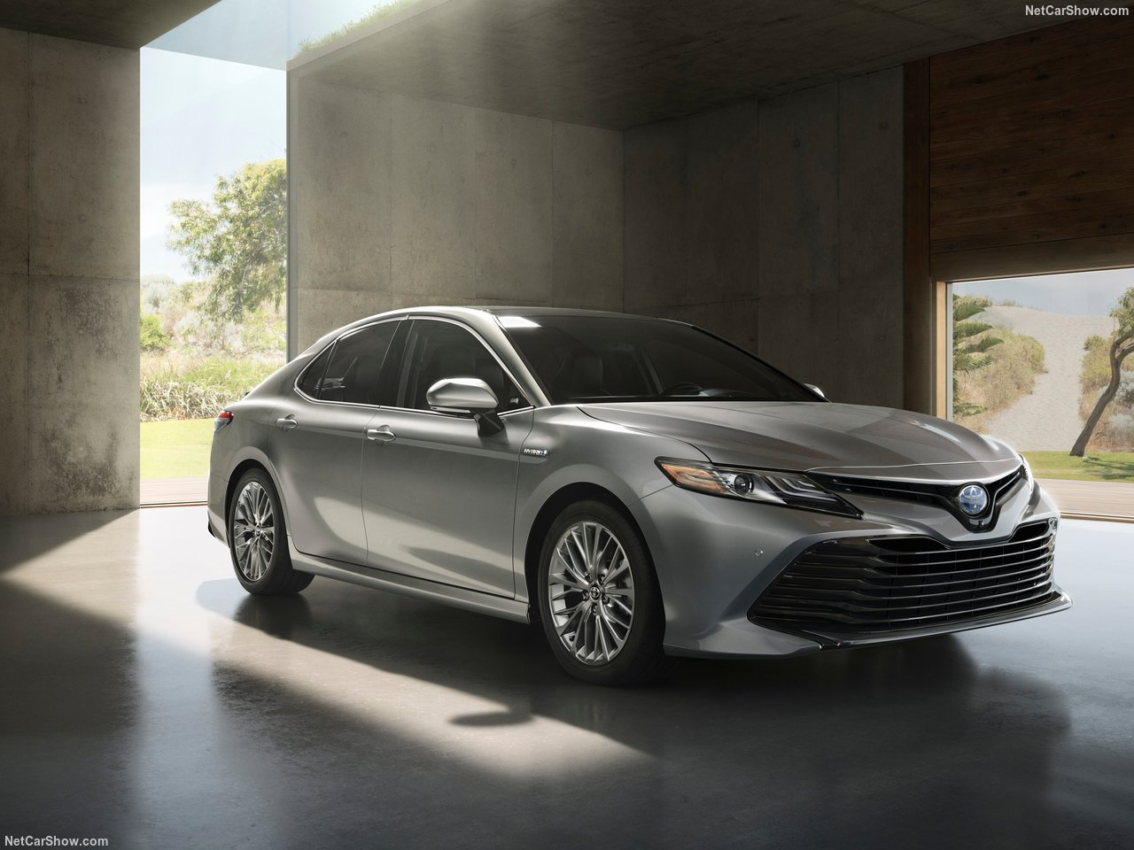 Toyota Camry 2018 - комплектации, цены и фото