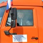 Во время движения по крымскому мосту В.В. Путин на «КамАЗе» не был пристегнут