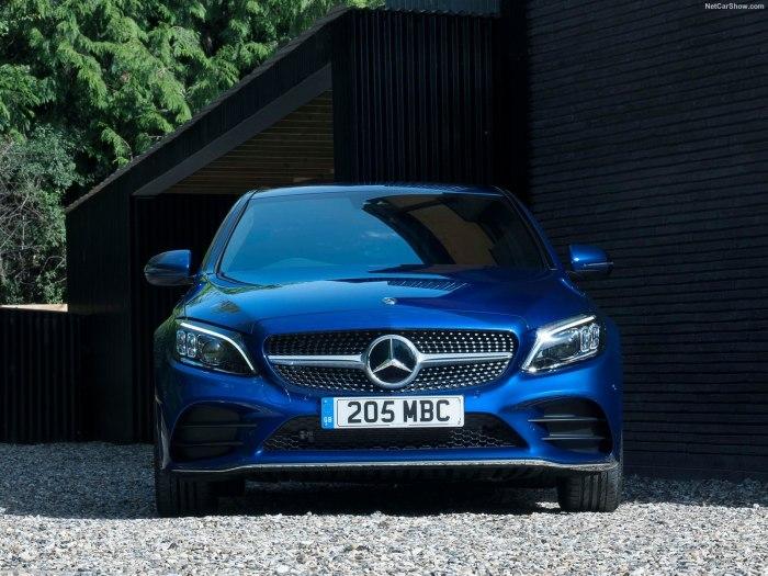 Mercedes-Benz C-Class 2019: увеличенные габариты и расширенный список оснащения