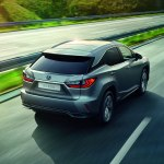 Lexus вне конкуренции: стал известен лидер по продажам премиум-кроссов в России