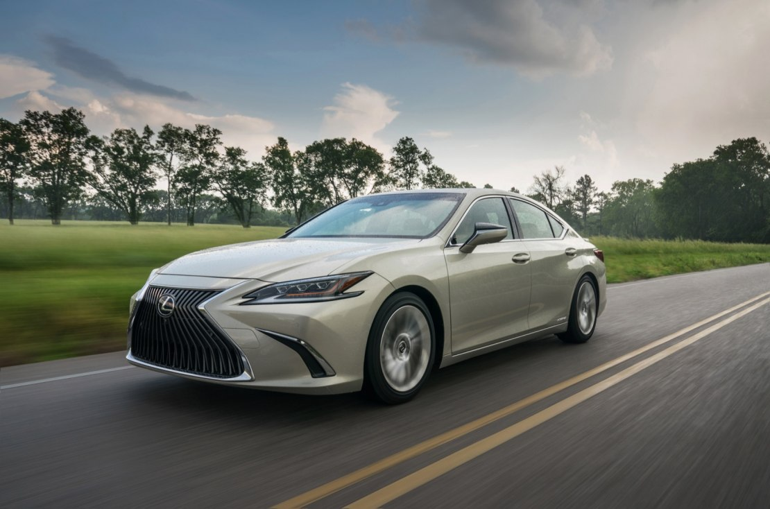 Lexus ES 2019 года: расширенные комплектации и современные технологии