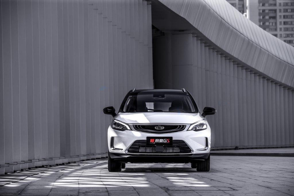 Джили Эмгранд Кросс 2020 - стильный, с мощным турбированным двигателем и прекрасно оснащённый! И всё это всего лишь за один миллион рублей!