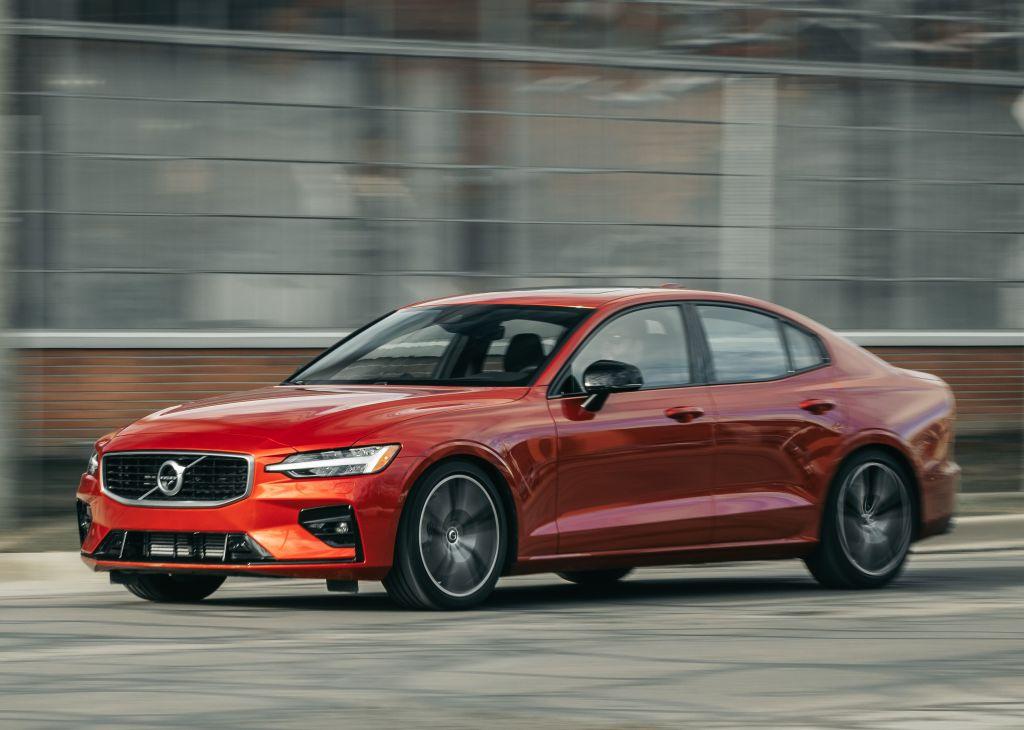 Volvo S60 2020 года – достойный конкурент BMW и Mercedes с доступной ценой и улучшенными параметрами