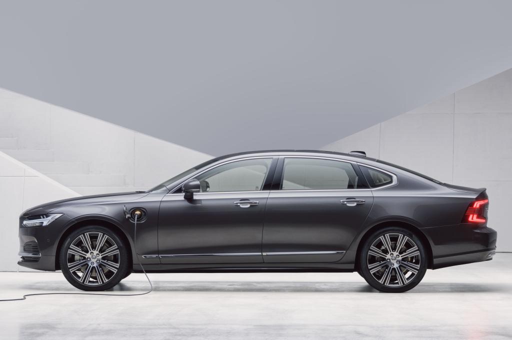 Volvo S90 2020 года – седан с полным приводом и максимальной безопасностью, с которым тяжело сравниться конкурентам