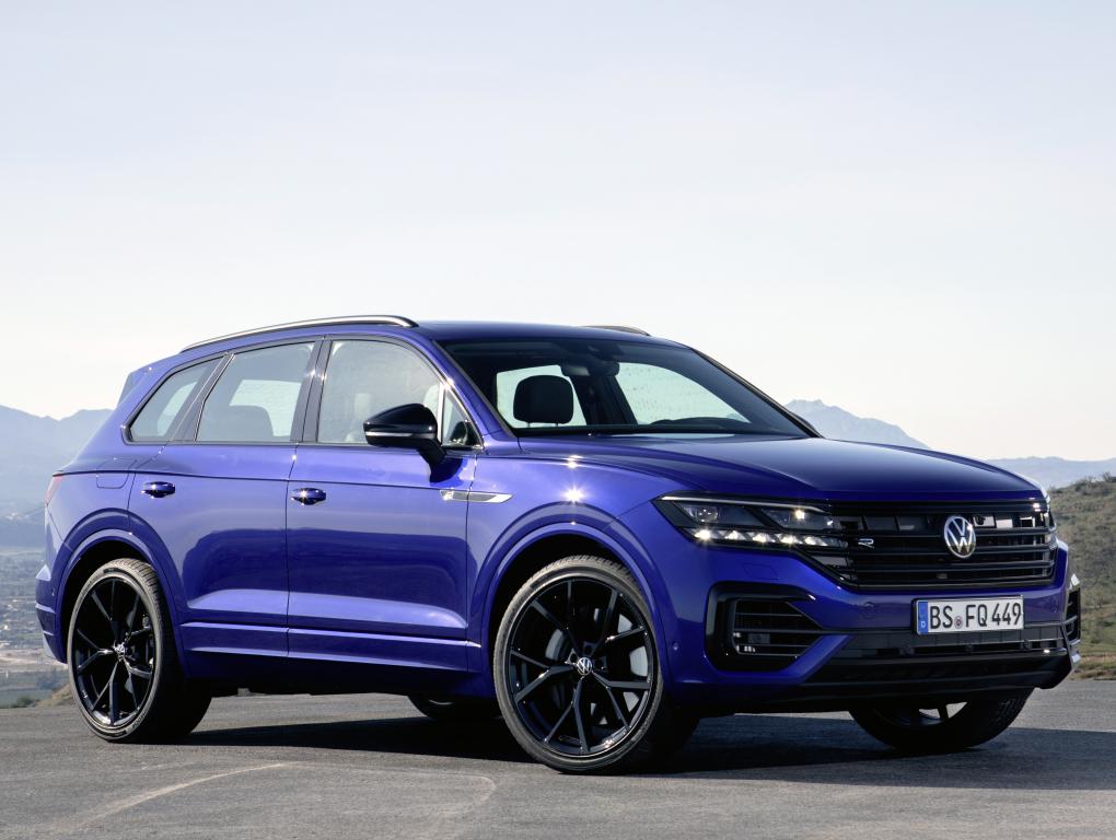 Volkswagen Touareg 2020 – полноприводный премиум-кросс с высоким уровнем безопасности. Такой внедорожник легко обойдет конкурентов