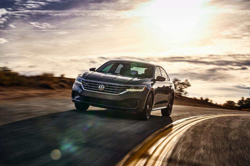 Volkswagen Passat 2020 – седан премиум класса по доступной цене. В оснащении турбина, расширенный пакет безопасности и бесключевой доступ