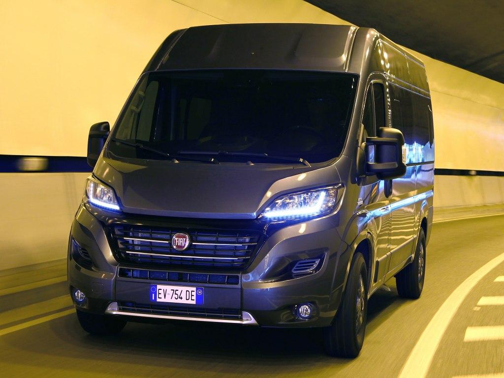 Вместительный микроавтобус Фиат Дукато 2020 с дизелем под капотом, классическим дизайном и необходимым функционалом