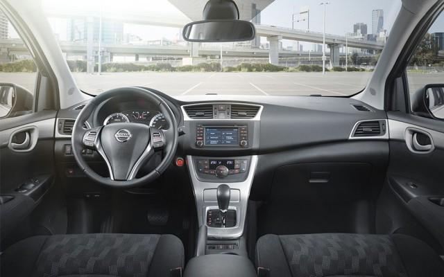 Снимок салона Nissan Tiida 2016