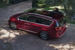 картинки Chrysler Pacifica 2016-2017 вид сбоку