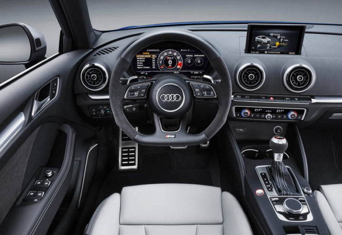 Немецкий хэтч Audi RS3 Sportback 2017-2018 обновился